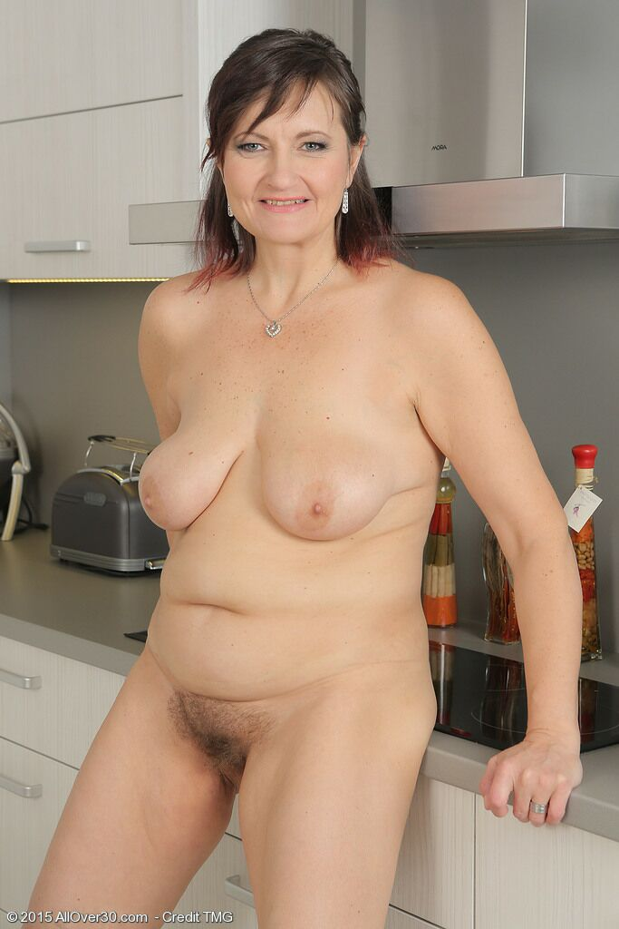 nude housewives Busty amateur